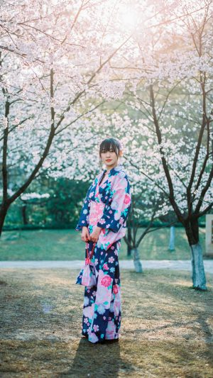 Japanese Girl in Kimono Sakura iPhone 7 wallpaper