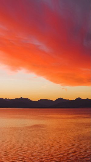 Sunset over the Cuillin Mountains on the Isle of Skye from Kyle of Lochalsh. iPhone 7 wallpaper