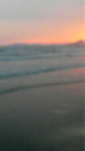 Blurry Beach Sunset iPhone 7 wallpaper