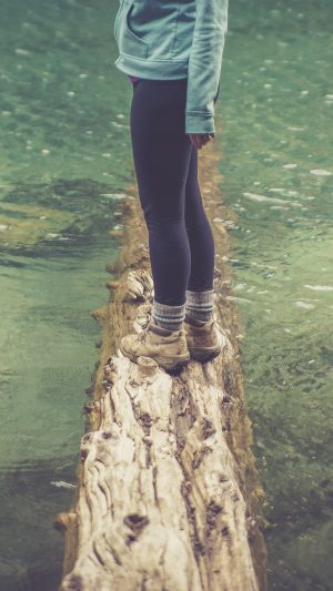 Girlfriend Lake Green Nature Water Cold iPhone 7 wallpaper