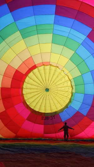 Hot Air Balloon Rainbow Color Nature iPhone 7 wallpaper