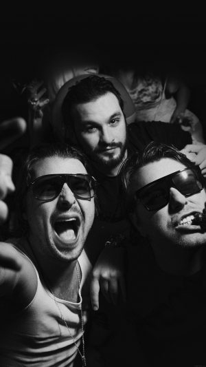 Swedish House Mafia Dj Having Fun Music iPhone 7 wallpaper