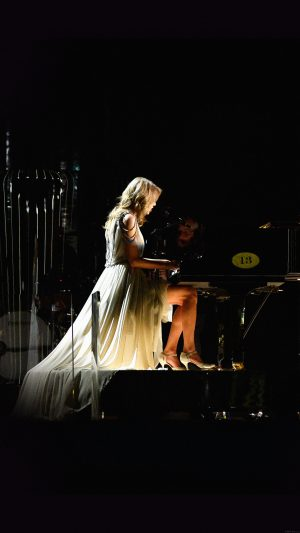 Ylor Swift Piano Concert Woman Music iPhone 7 wallpaper