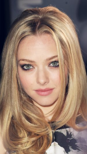 Amanda Seyfried Hollywood Celebrity iPhone 7 wallpaper