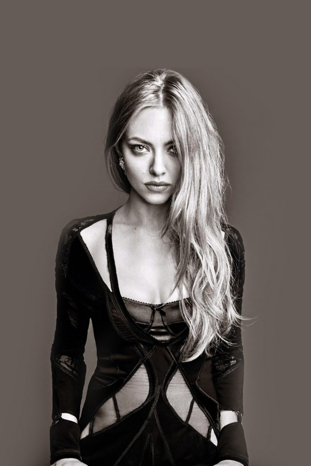 Amanda Seyfried Model Brown iPhone wallpaper