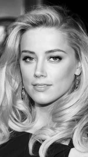 Amber Heard Black Dress Hollywood Star iPhone 7 wallpaper
