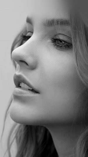 Barbara Palvin Face Bw Dark iPhone 7 wallpaper