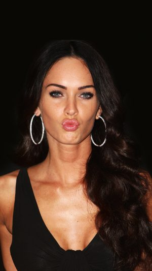 Megan Fox Dark Cute Kiss Celebrity iPhone 7 wallpaper