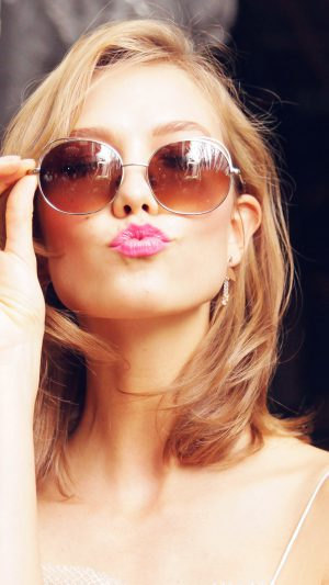 Sunglass Model Karlie Kloss Cute Beauty iPhone 7 wallpaper