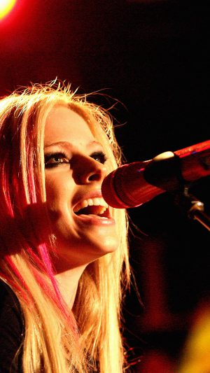 Wallpaper Avril Lavigne Sing Concert iPhone 7 wallpaper